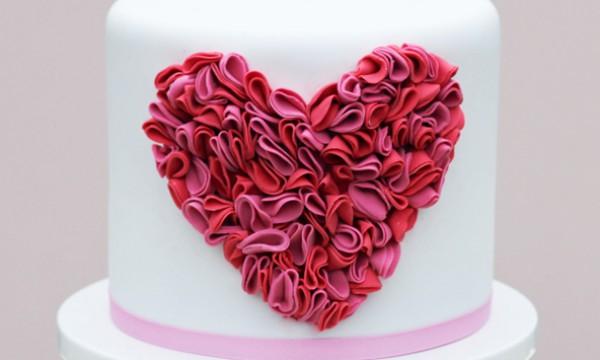 Украшаем торт кружевным сердцем-гофре. Фото-урок.