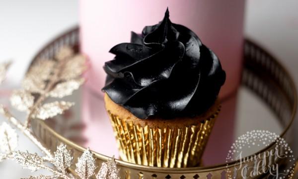 Как получить глубокий черный цвет крема для капкейков и тортов