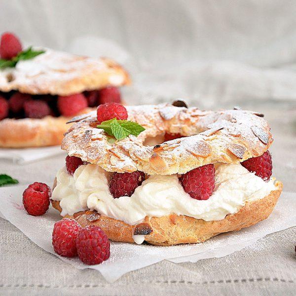 Торт Пари-брест: заварное тесто, сливки, ягоды