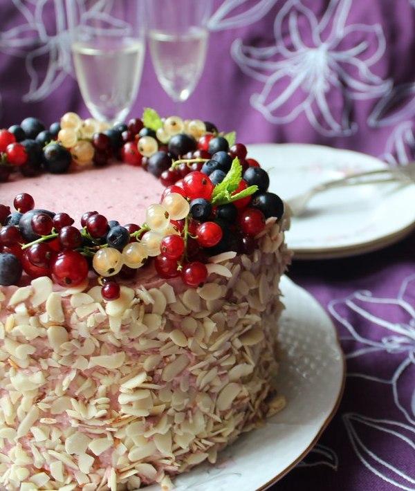 торт с ежевикой и шампанским