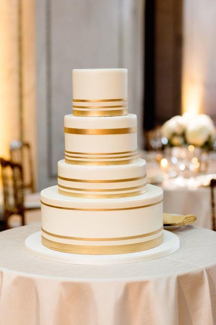 белый свадебный торт с золотом