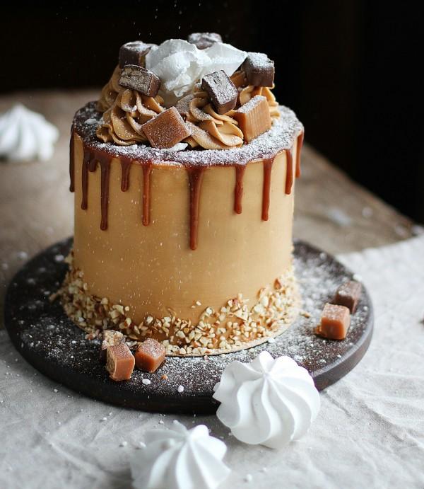 Морковно-карамельный торт с чизкейком внутри