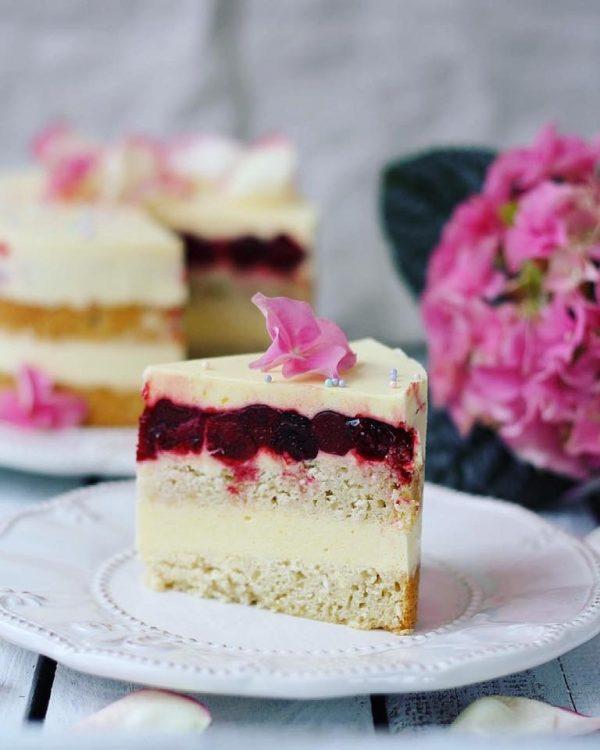 бисквитный торт, кокосовый торт, муссовый торт, вишневое конфи, homebaked.ru