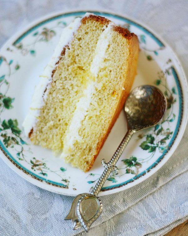 Легкий манговый торт к чаю