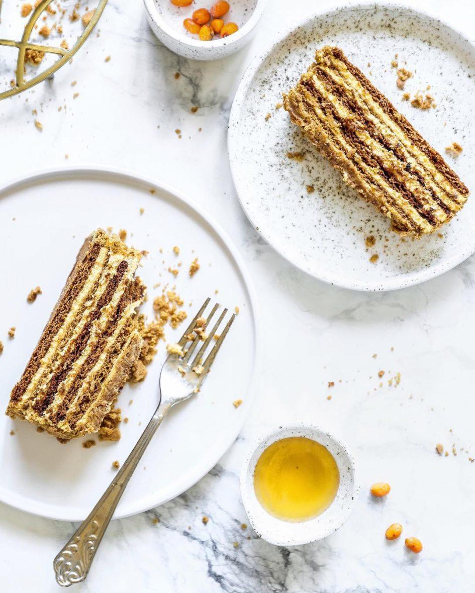 медовый торт, медовик, медовик с опбепихой, ягодный медовик
