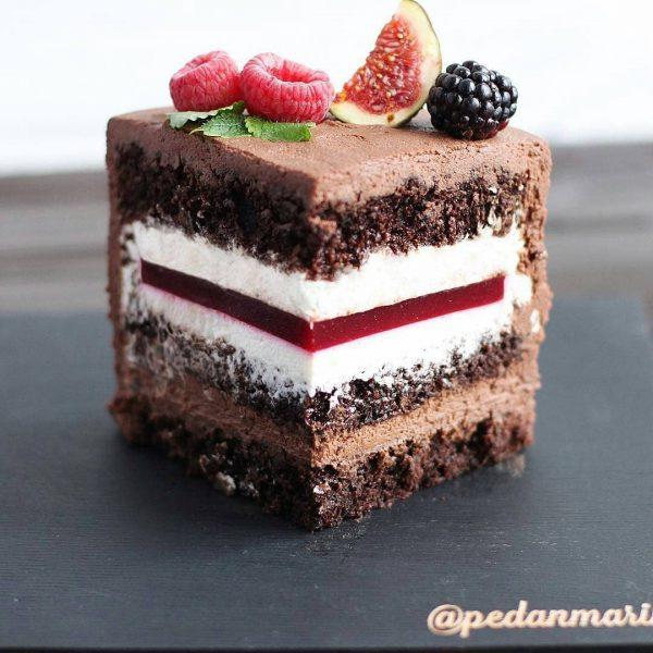 Торт шоколадно-малиновый