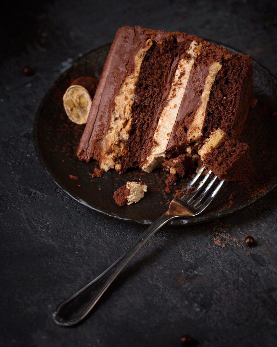 шоколадый торт, торт с бананами, шоколадно-банановый торт