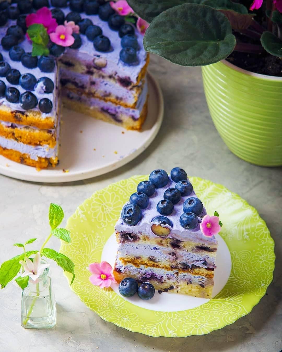 черничный торт с ягодами
